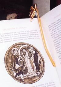 Marque-page angelot sur livre d'art